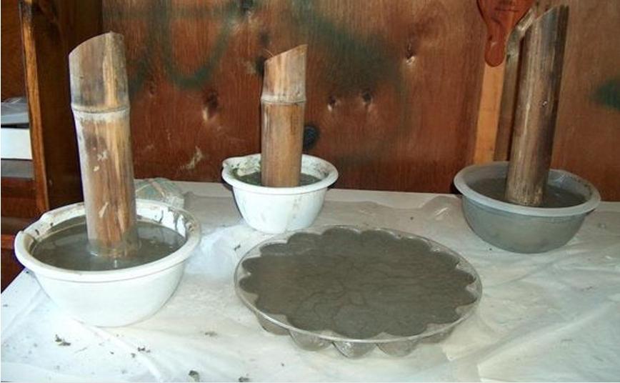 Большие бетонные грибы