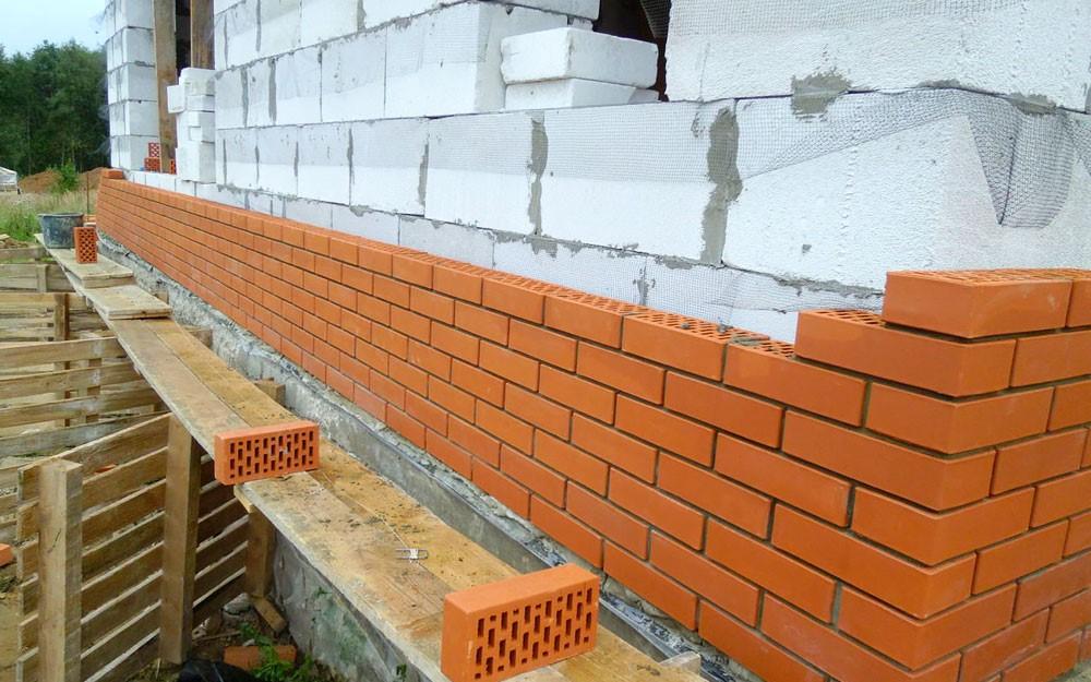 Облицовка кирпичом вплотную к газобетонной стене