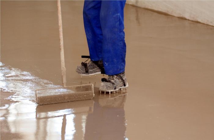 При проходе валиком для работы на больших площадях одевают специальную обувь