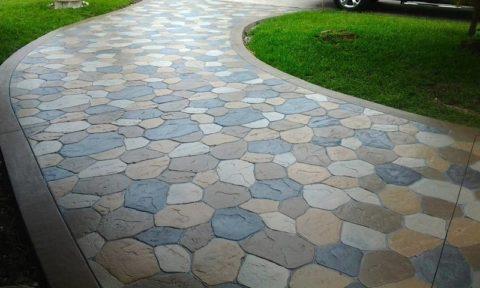 Декоративная цветная бетонная дорожка