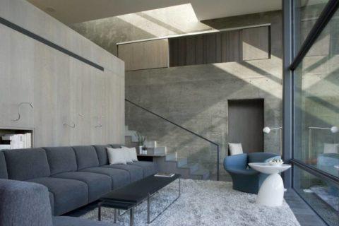 Естественное освещение помещения с бетонными поверхностями