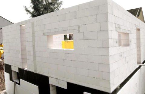 Газобетон – строительство дома с использованием клея