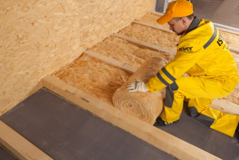 Минеральная вата отлично подойдет для теплоизоляции пола первого этажа