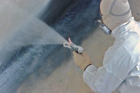 Нанесение красителя на бетонную поверхность методом распыления