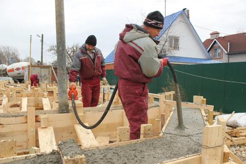 При хорошем оборудовании, уплотнение бетона получается очень качественным