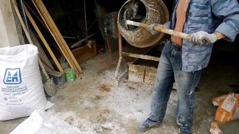 Приготовление бетона в самодельной мешалке