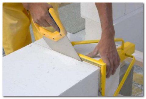 Простота в обработке позволяет с легкость распилить, разрезать или отшлифовать изделия