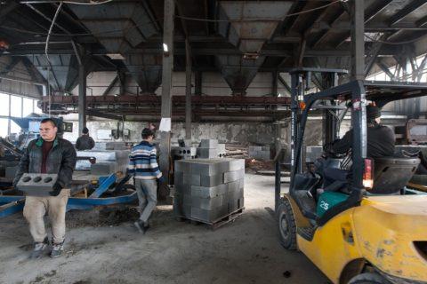 Складирование блоков на заводе