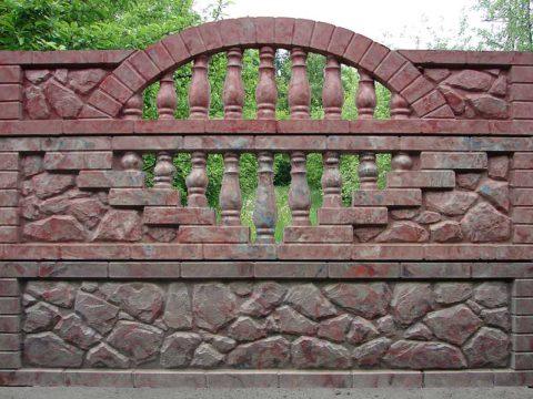 Забор из цветного бетона