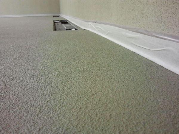 Антискользящее покрытие бетона, созданное добавлением кварцевого песка