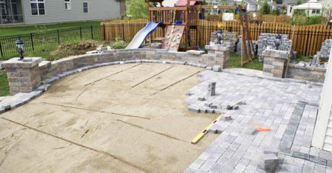 Брусчатка бетонная вибропрессованная, уложенная на песчаное основание