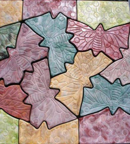 Декоративная тротуарная плитка из бетона, окрашенного порошковым красителем