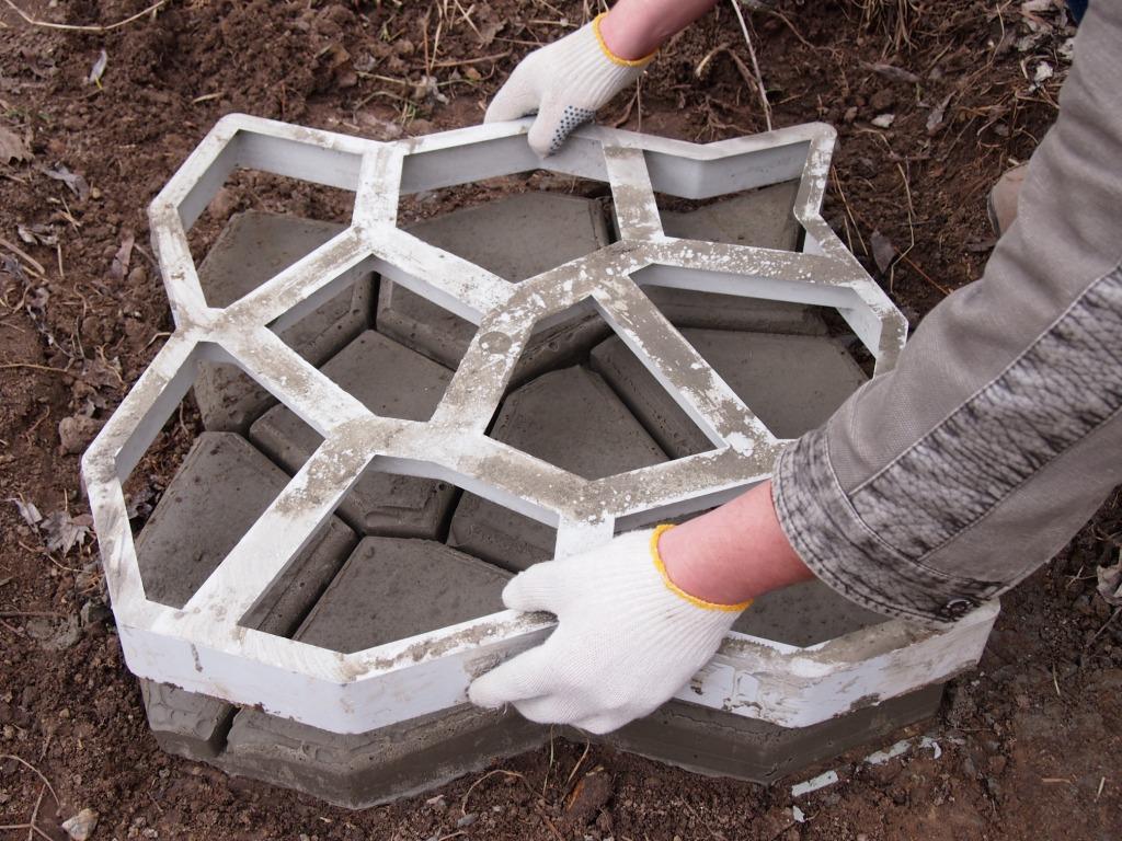 Сделать своими руками формы для тротуарной плитки