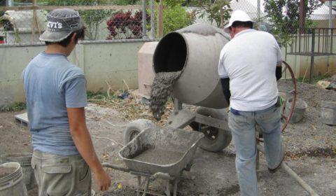 Готовить раствор можно в обычной бетономешалке