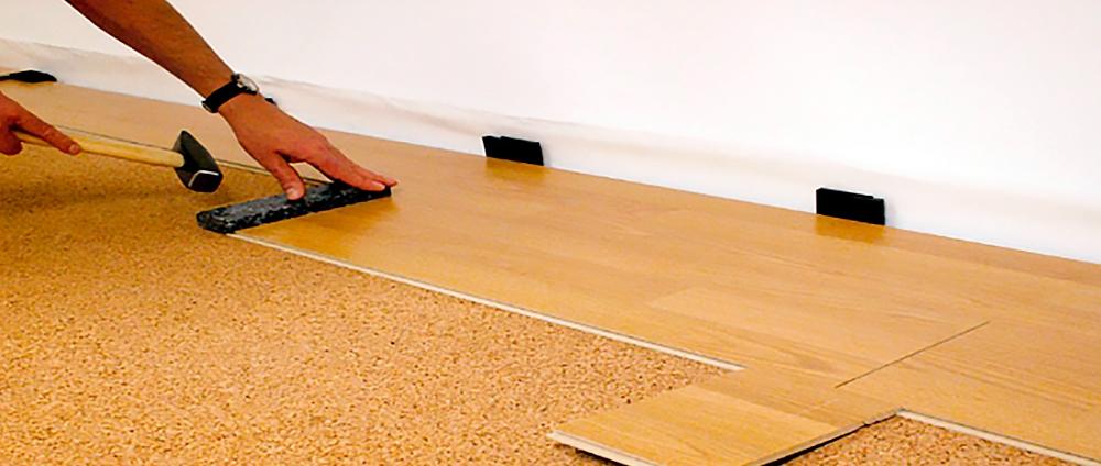 Как класть ламинат на бетонный пол чтобы было тепло
