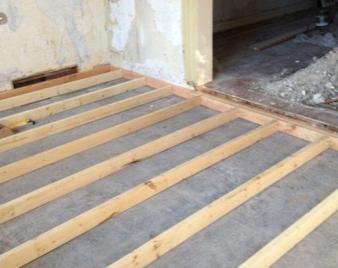 Лаги на бетонном основании