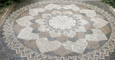Мозаика из брусчатки