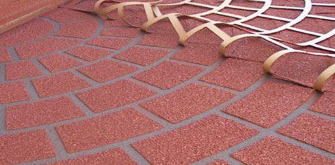 Нанесение рисунка на бетон с помощью трафарета и цветного отвердителя