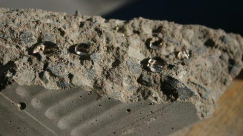 Обработанный добавкой бетон сохраняет водонепроницаемость даже после механических разрушений