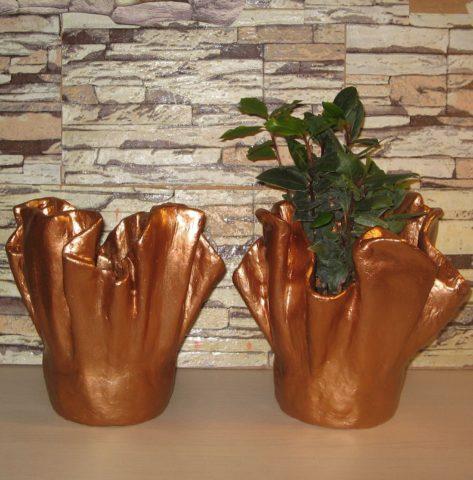 Окрашивание вазы после затвердевания бетона