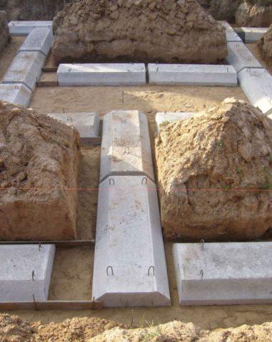 Плиты уложены – осталось загнуть монтажные петли и залить бетоном стыки