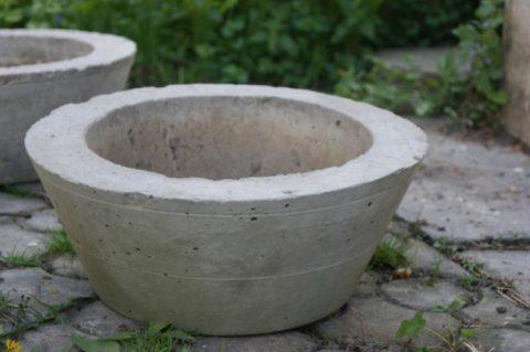 Простой бетонный горшок