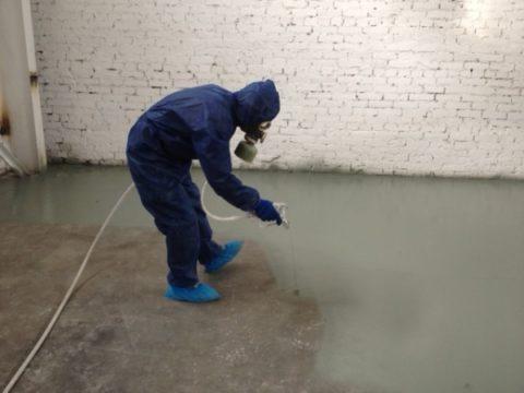 Работая с распылителем, необходимо соблюдать меры индивидуальной защиты