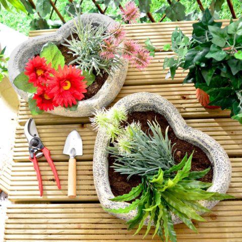 Садовые вазоны в форме сердец