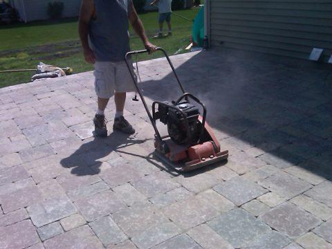 Уплотнение бетонного покрытия
