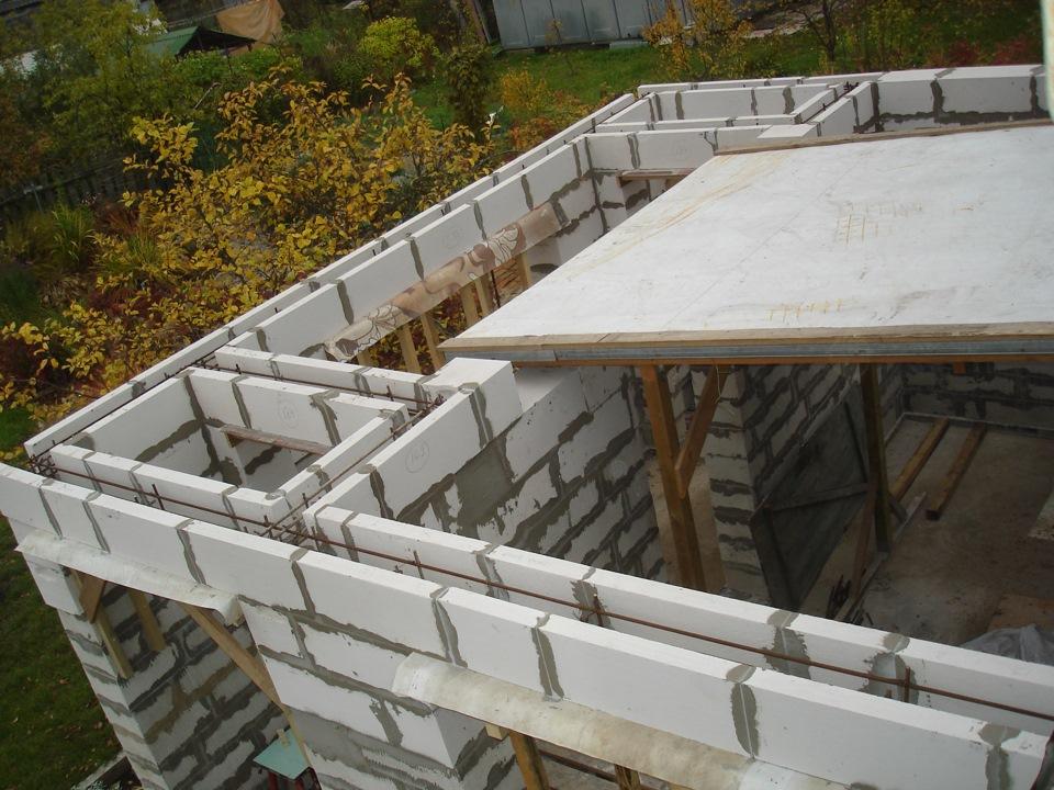 Строительство дома из пеноблоков своими руками: плюсы, минус.