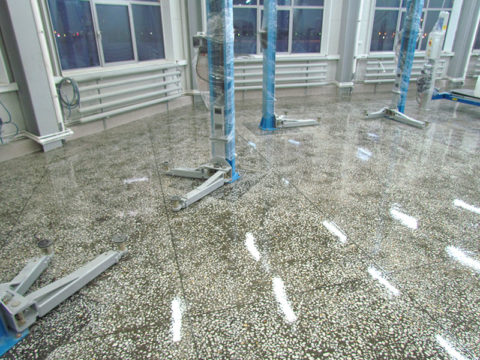 Декоративный бетон, покрытый лаком на полимерной основе