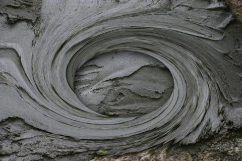 Для заливки в форму или опалубку замешивается раствор без включения компонентов крупной фракции