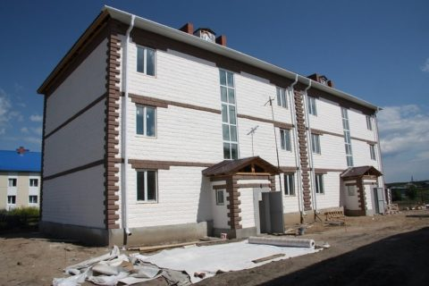 Готовый трехэтажный дом из пеноблока с отделкой