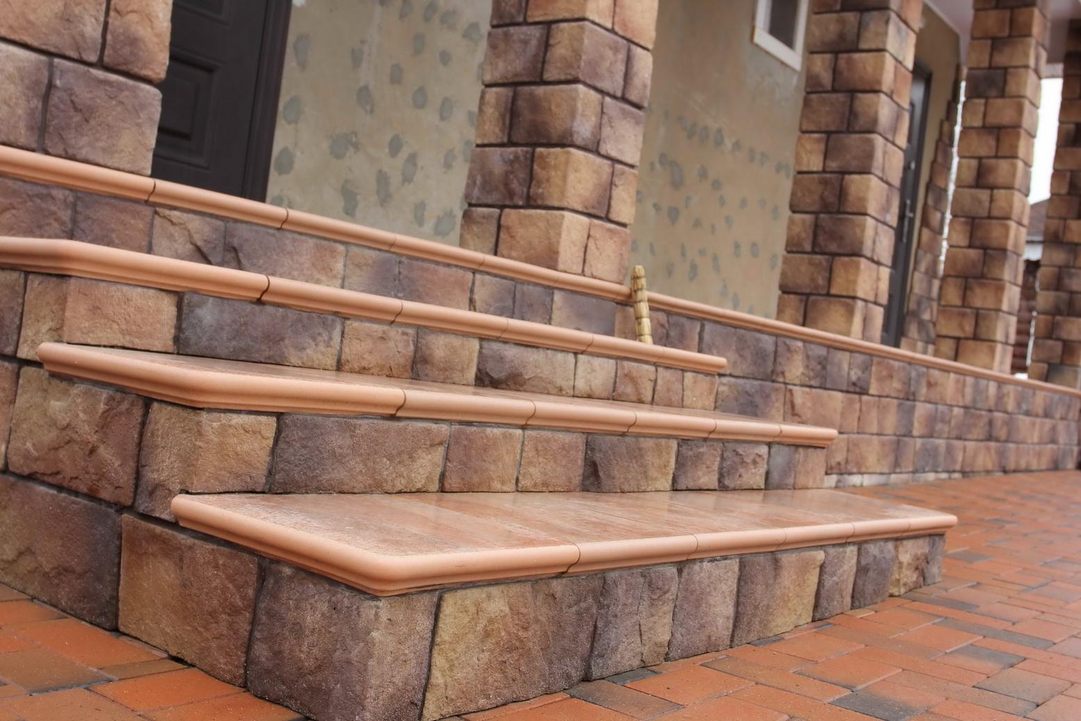 Лестница из бетонных блоков