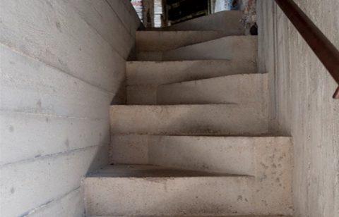 Монолитная бетонная лестница типа гусиный шаг