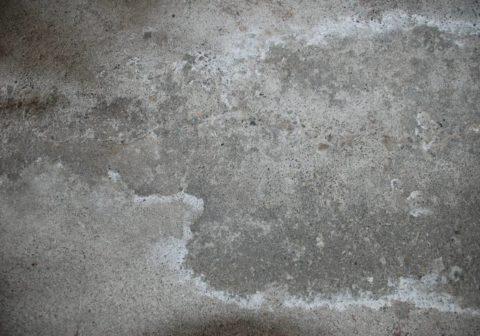 Неоднородный оттенок бетонной стены