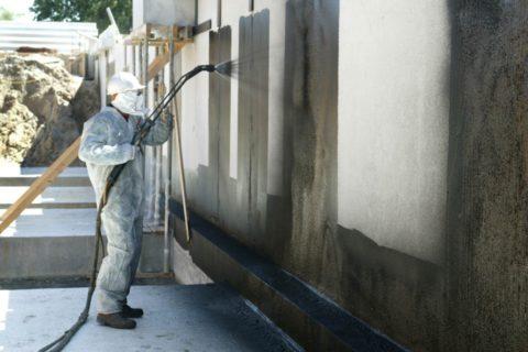 Несмотря на прочность, бетонные поверхности требуют дополнительной защиты