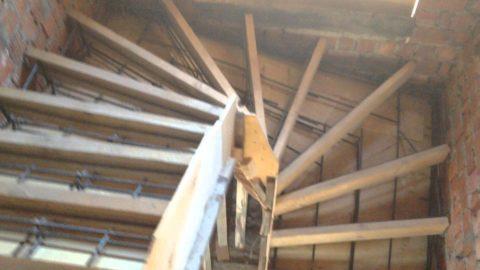 Опалубка для забежной лестницы в подвал