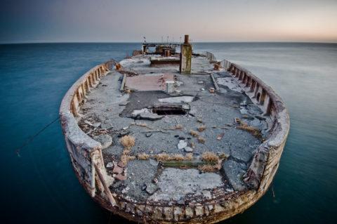 Останки бетонного корабля