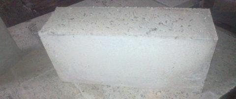 Перегородочный строительный блок пенобетонный, размер имеют меньший, чем у стеновых