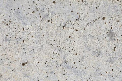 После схватывания структура любого бетонного покрытия становится пористой