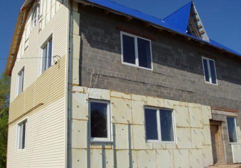 Процесс утепления и облицовки шлакоблочного дома