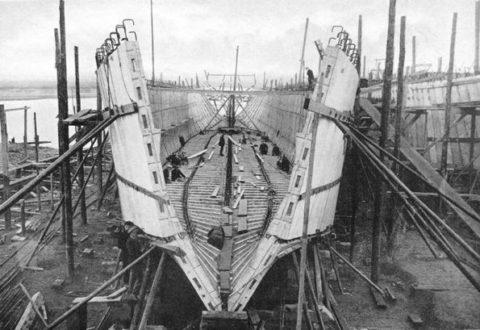 Процесс возведения железобетонного корабля