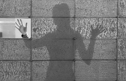 Разность светопропускной способности бетона литракон и обычного стекла