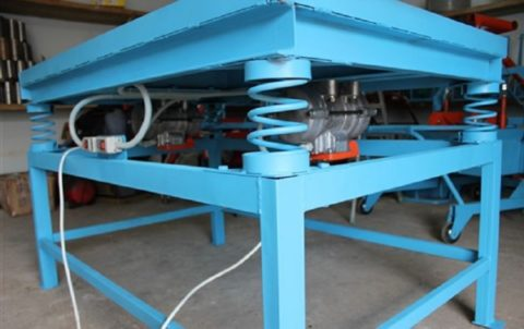 Устройство вибростола для производства бетонной плитки
