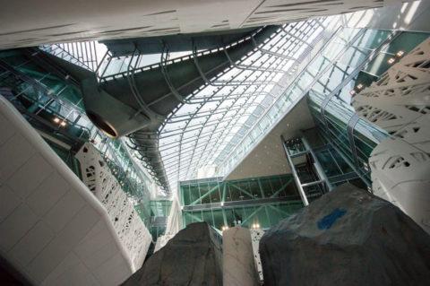 Вид здания из фотокаталитического бетона внутри