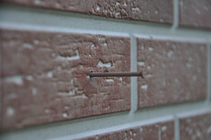 При сквозном монтаже панелей следует использовать болты из нержавеющего металла