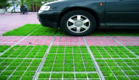 Бетонный ячеистый модуль позволяет совместить газон с зоной паркинга, велодорожки или тротуара