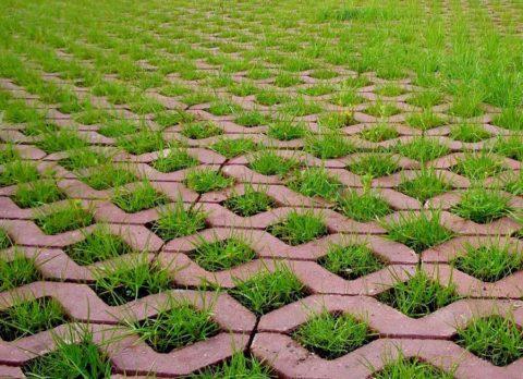 Добавление красящего пигмента в бетонный раствор повышает стоимость готовых модулей решетки