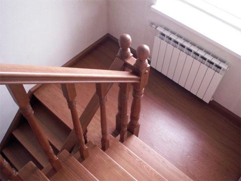 Два лестничных пролета, соединённых площадкой